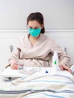 Una giovane ragazza europea ha un coronavirus ed è in cura in un ospedale.