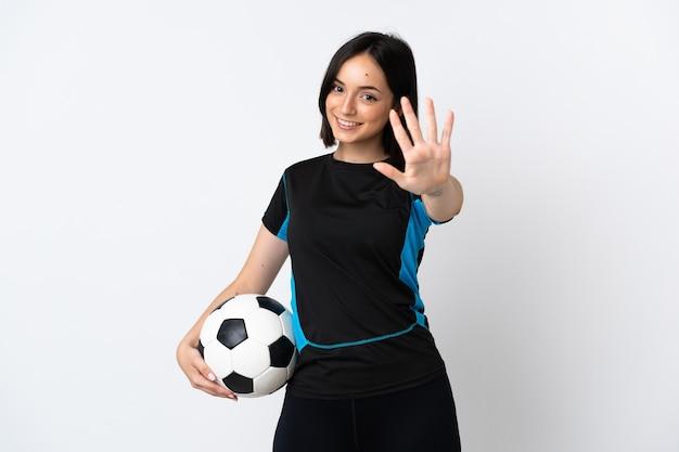 Giovane donna del giocatore di football americano isolata