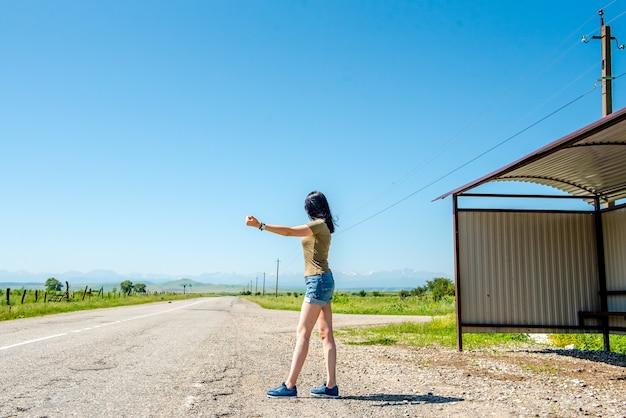 Una giovane autostoppista in giro per la russia