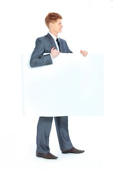 Il giovane uomo d'affari bello isolato su uno sfondo bianco.