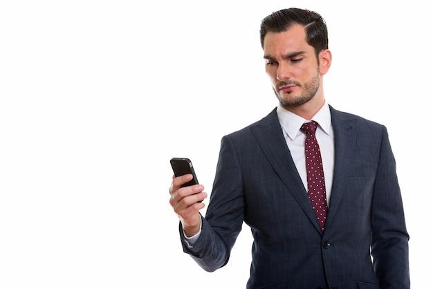 Giovane uomo d'affari bello utilizzando il telefono cellulare
