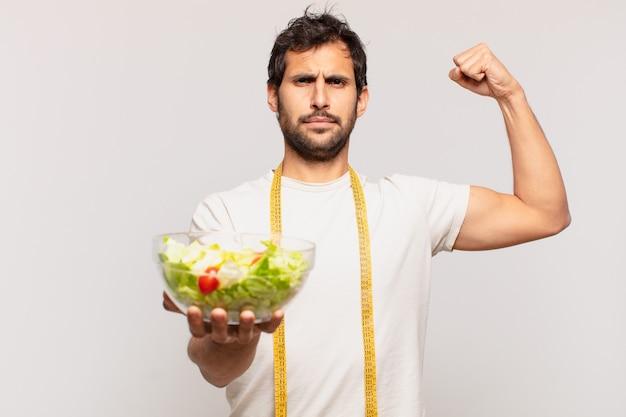 Giovane bell'uomo indiano felice espressione