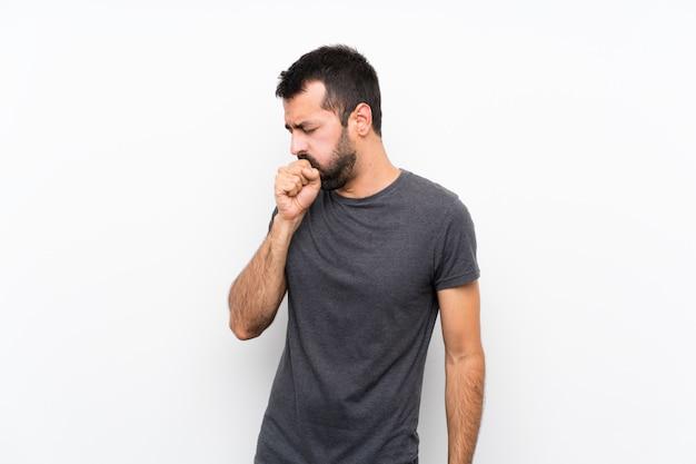 Il giovane uomo bello soffre di tosse e si sente male