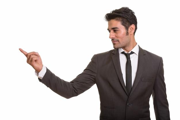 Giovane uomo persiano bello su bianco