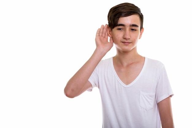 Giovane adolescente persiano bello in ascolto