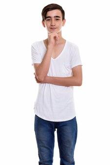 Giovane ragazzo adolescente persiano bello in piedi