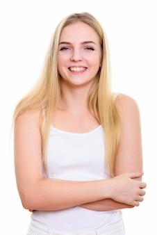 Giovane donna adolescente felice sorridente con le braccia crosse