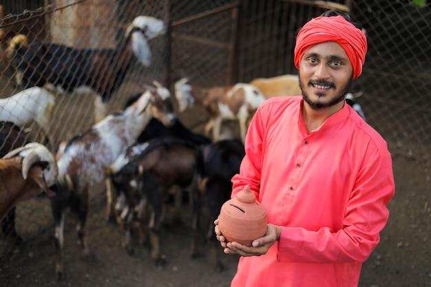 Giovane agricoltore indiano