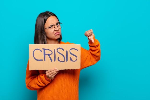Giovane donna latina. concetto di crisi