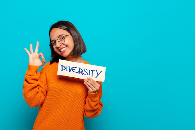 Concetto di diversità della giovane donna latina