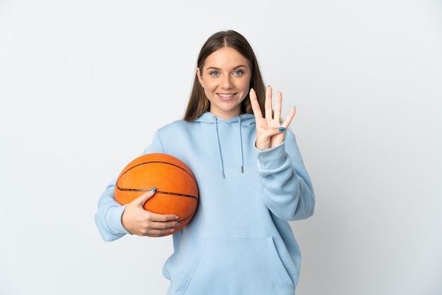Giovane donna lituana giocando a basket isolato su sfondo bianco felice e contando quattro con le dita