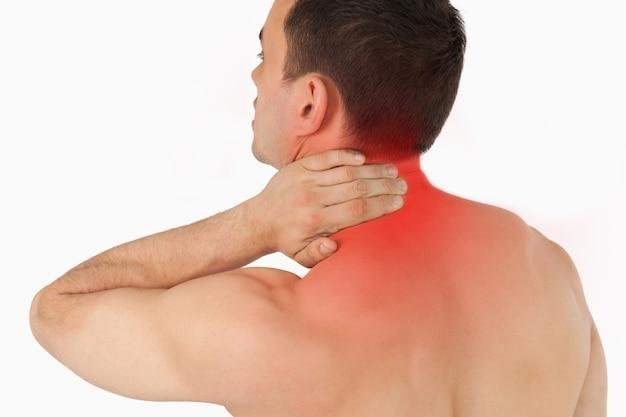 Giovane che soffre di dolore al collo
