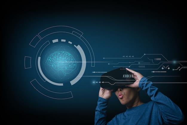 Giovane uomo che utilizza le cuffie da realtà virtuale cercando ologramma del cervello. analisi futuristica di salute di ricerca di medicina di concetto.