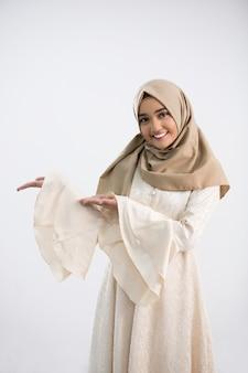 Giovane donna musulmana