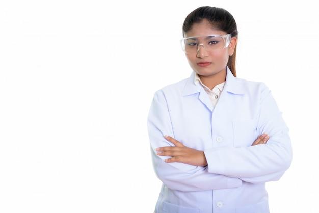Giovane medico persiano donna che indossa occhiali protettivi