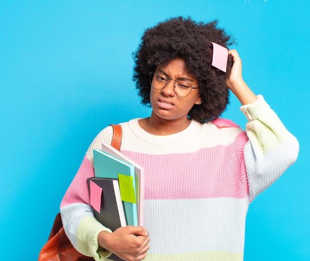 Giovane donna abbastanza studentessa afro