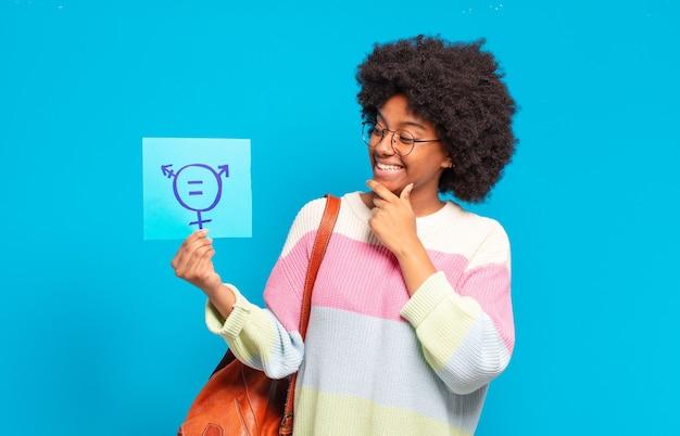 Giovane bella donna afro, concetto di uguaglianza