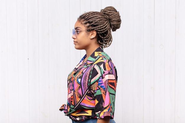 Giovane bella donna nera