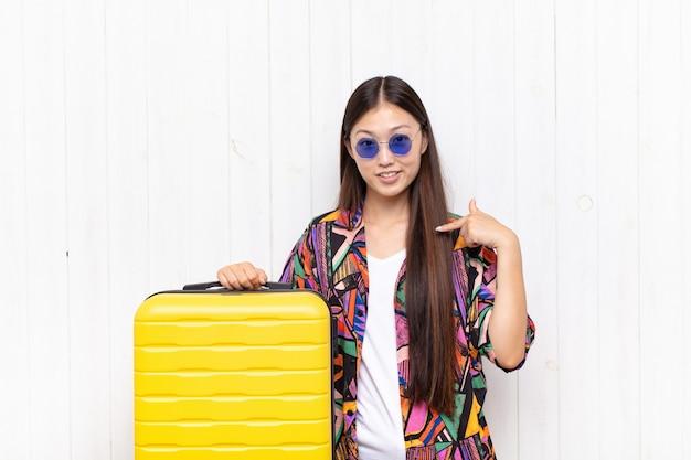 Giovane donna turistica piuttosto cinese