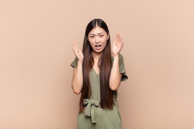 Giovane bella donna cinese