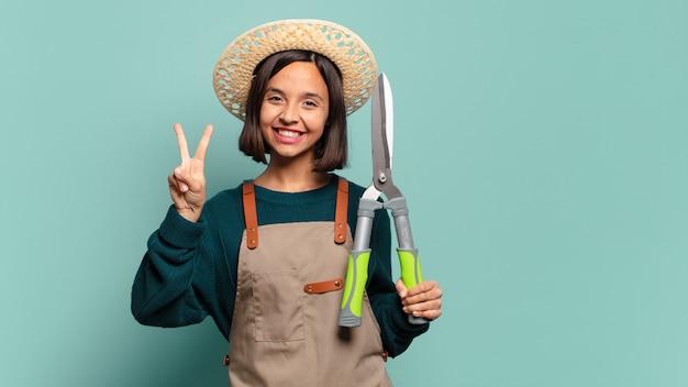 Giovane bella donna. concetto di agricoltore