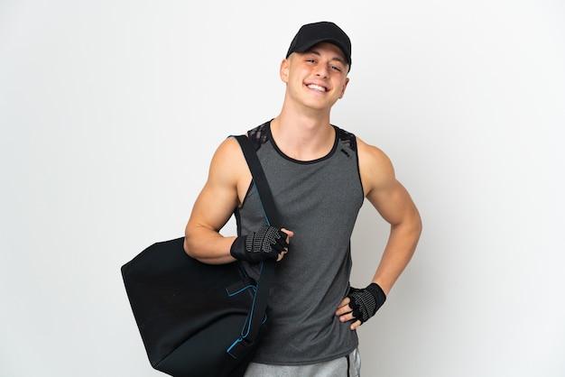 Uomo caucasico di giovane sport con borsa isolata