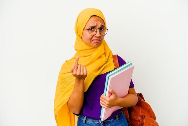 Giovane studentessa musulmana che indossa un hijab