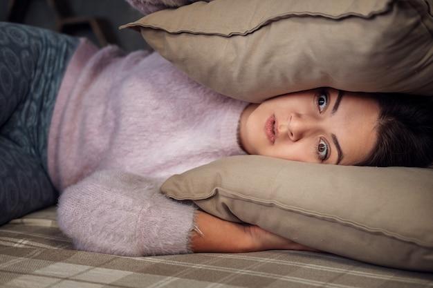 La giovane donna non riesce a dormire