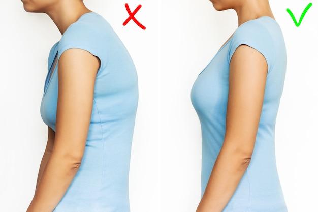 Una giovane donna è piegata e raddrizzata su sfondo bianco postura corretta e scorretta della colonna vertebrale