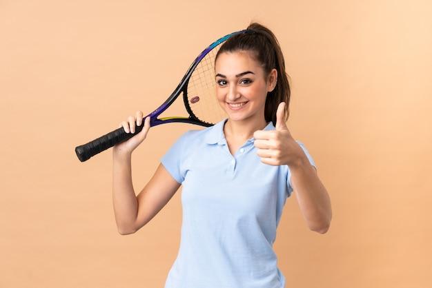 Giocatore di tennis della giovane donna