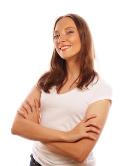 Giovane donna che indossa la maglietta bianca