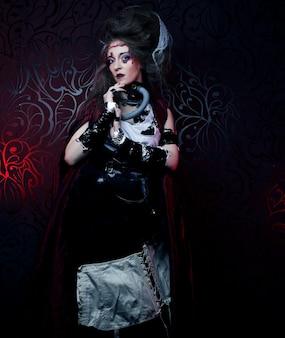 Giovane donna con trucco creativo. tema di halloween. tema degli zombi.