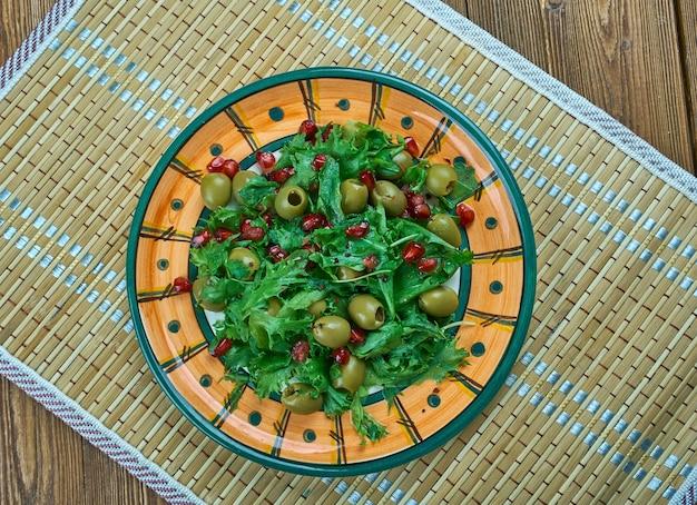 Zahter salatasi - insalata turca con melograno. cucina mediterranea