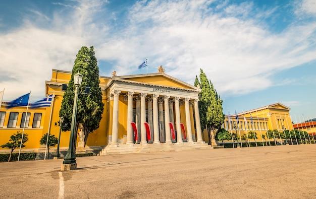 Edificio zappeion ad atene in grecia contro il cielo nuvoloso