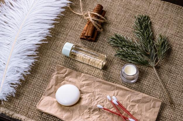 Concetto di rifiuti zero. sapone naturale senza plastica, fatto a mano, crema naturale, essenziali per il bagno eco.