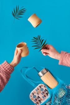 Zero sprechi di tè in una boccetta di bambù isolata eco-compatibile, sfondo