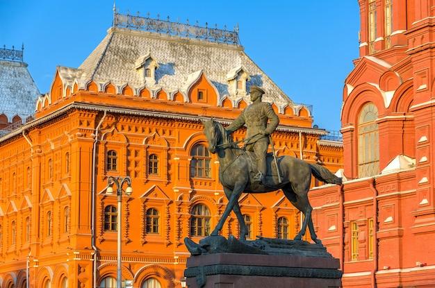 Statua commemorativa di zhukov a mosca, russia
