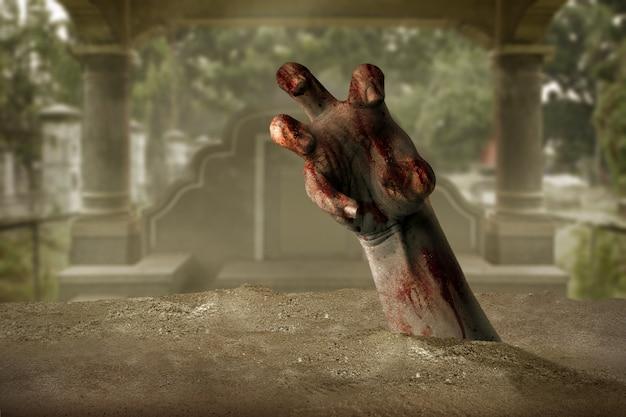 Mano di zombi con sangue e ferita sollevata dal cimitero