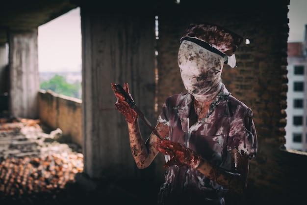 Zombie womanhorror ha sparato allo spaventoso male folle infermiera psicosi womanhalloween tema scuro