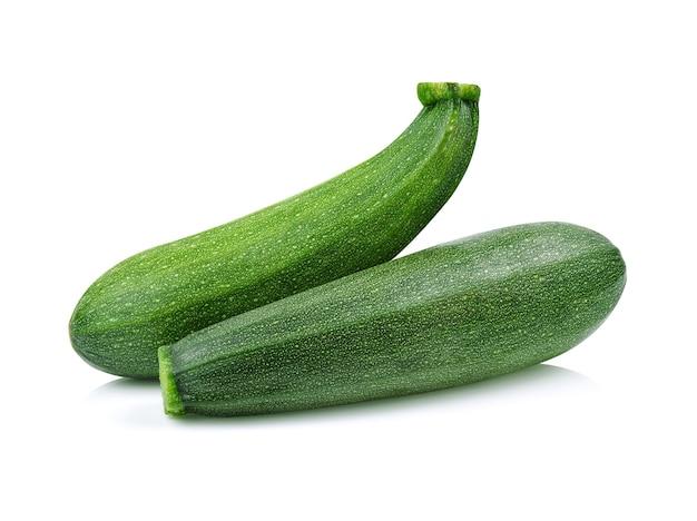 Zucchine isolate su sfondo bianco