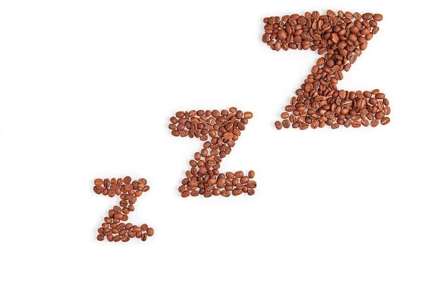 Parole zzz fatte di chicchi di caffè isolati su sfondo bianco