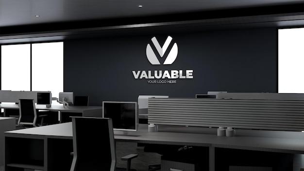 Modello 3d del logo aziendale nell'area di lavoro dell'ufficio moderno nel cielo alto
