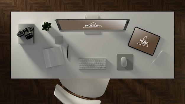 Illustrazione 3d, scrivania da ufficio con computer e tablet
