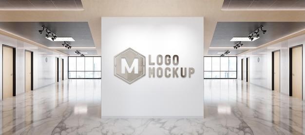 Modello 3d con logo metallico sulla parete dell'ufficio