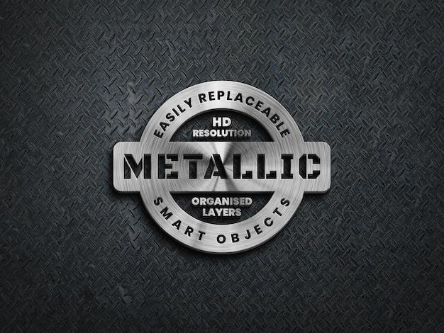 Logo metallico 3d mockup su superficie in acciaio grezzo