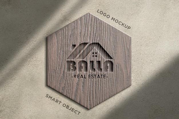 Logo 3d mockup cartello in legno su muro di cemento-3