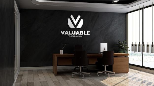 Modello realistico del logo dell'azienda 3d nella stanza del manager dell'ufficio con parete in pietra nera