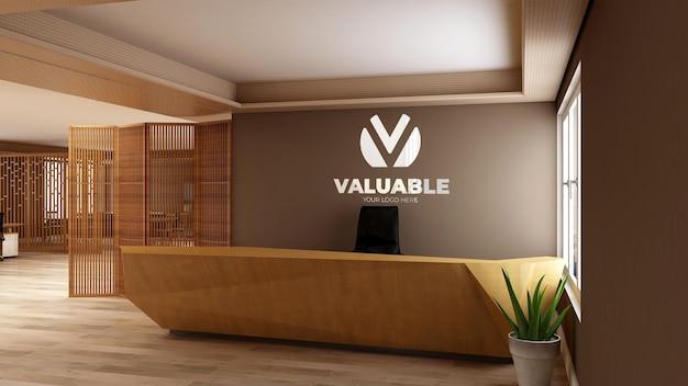 Il mockup del logo realistico 3d firma nella stanza dell'ufficio della receptionist in legno