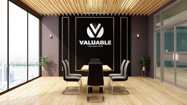 Modello realistico di logo 3d nell'ufficio della sala riunioni di affari di tema di legno