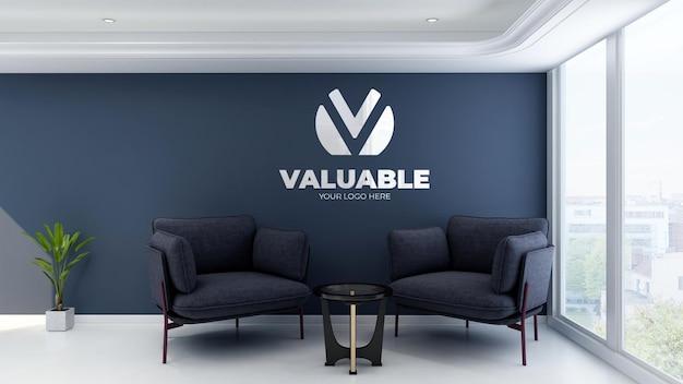 Modello di logo a parete 3d nella sala d'attesa dell'ingresso dell'ufficio con vista sul cielo